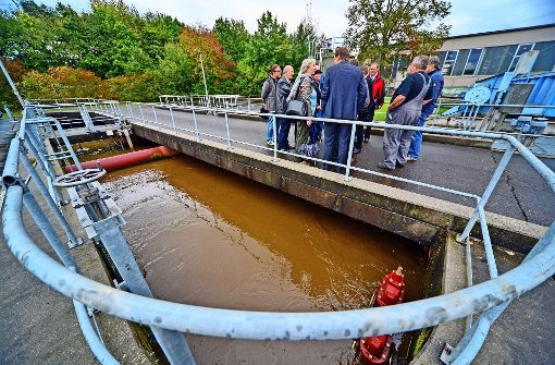 Die Reinigungsanlagen der Stadtwerke sind in die Jahre gekommen. Davon hat sich der Stadtwerke-Ausschuss bereits im Herbst 2014 ein eigenes Bild gemacht. Foto: Norbert J. Leven