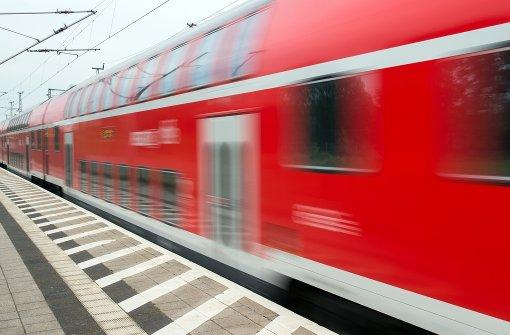 Jugendlicher zückt Messer im Zug