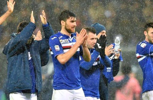 Ervin Zukanovic (Mitte) wechselt zu AS Rom, Gerüchten zufolge hatte auch der VfB Stuttgart Interesse. Foto: dpa