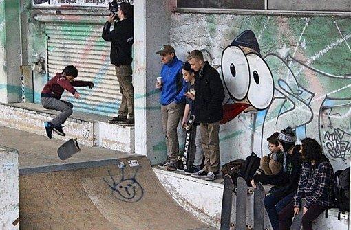 Auf dem Skateboard für Integration