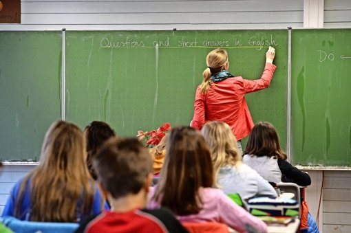Ältere Lehrer müssen weniger unterrichten als jüngere. Weil das Land diese Regelung nun zu Ungunsten der Beamten verändert hat, gibt es Protest. Foto: dpa