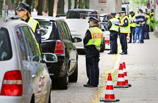 Ab 2019 soll es in Stuttgart Diesel-Fahrverbote geben. Die Deutsche Polizeigewerkschaft (DPolG) fragt sich, wie die Autos kontrolliert werden sollen. (Symbolbild) Foto: dpa