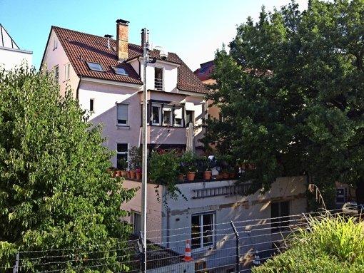 Fenster Bad Cannstatt : Bad Cannstatt Stacheldraht und Kameras vorm Fenster  Bad Cannstatt
