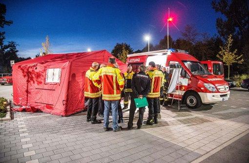 Fast 400 Feuerwehrleute haben am Donnerstagabend den Ernstfall geprobt: Was ist zu tun, wenn die Transalpine Ölleitung leck schlägt? Foto: SDMG