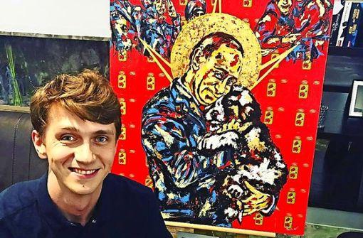 Der in Russland geborene Künstler Georg Barinov vor seinem Putin-Werk. Foto: ubo