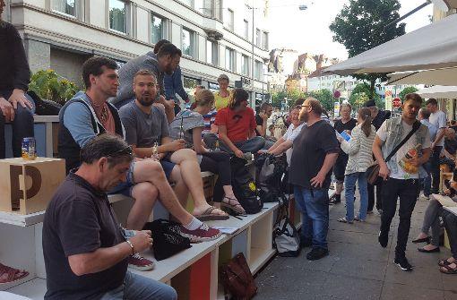 Gut besucht: ein Parklet in der Tübinger Straße Foto: Kathrin Wesely