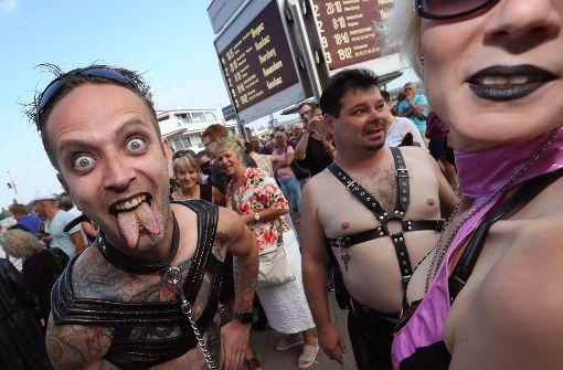 SM-Szene feiert in bizarren Kostümen