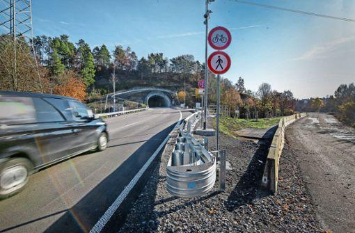 Den Tunnel passieren  täglich 30000 Autos