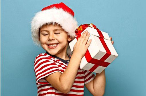 Schöne Bescherung: Klicken Sie sich durch die Bildergalerie mit unseren Lieblings-Kinder- und Jugendbücher zum Verschenken an Weihnachten. Foto: yuryimagin/Adobe Stock