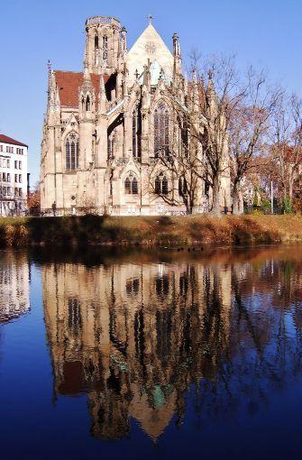 ...tauchte Stuttgart und Umgebung in ein warmes Licht, wie hier die Johanniskirche am Feuersee. Foto: Leserfotograf capricorn