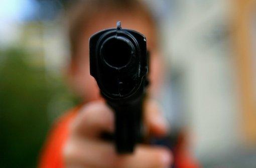 Der türkische Frauenschutzverband bringt Opfern häuslicher Gewalt   den Umgang mit Waffen  bei. Foto: dpa