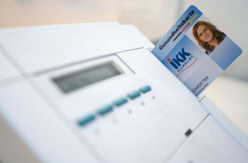 Lesegerät mit Gesundheitskarte in einer bayerischen Arztpraxis Foto: dpa