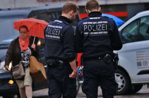 Polizei fahndet nach bewaffnetem Bankräuber