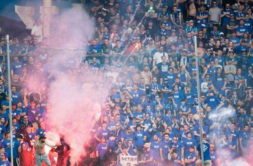 Relegationsspiel nach Fan-Krawallen abgebrochen