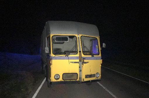 Unbekannte lassen 50 Jahre alten Lkw auf der Straße stehen