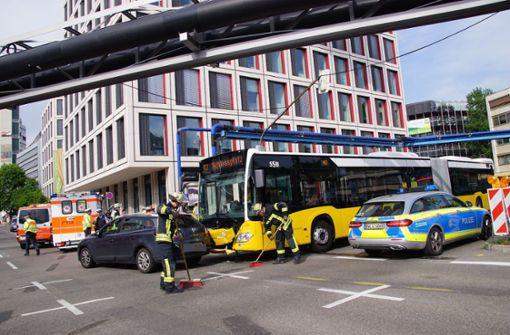 Unfall mit Linienbus – mindestens 14 Menschen verletzt