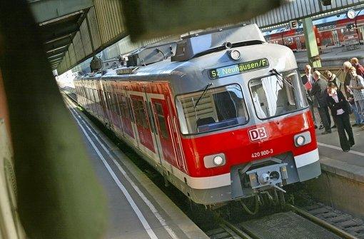 Wenn alles glatt läuft, könnte die S2 im Frühjahr 2021 erstmals in Filderstadt-Sielmingen und Neuhausen auf den Fildern einfahren Foto: Eppler / StN-Montage: Lange