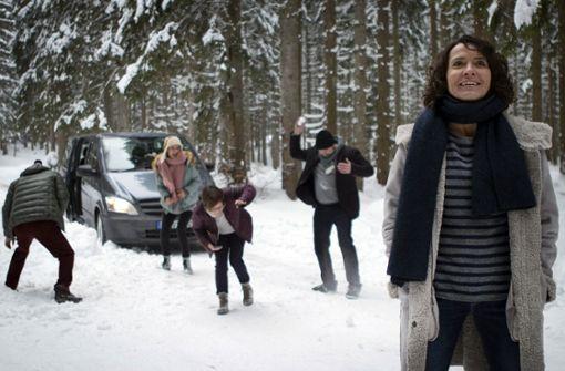 Fast wie ein lustiger Betriebsausflug: Lena Odenthal (Ulrike Folkerts, re.) fährt mit ihren Kollegen zu einem Coachingwochenende in den Schwarzwald. Foto: SWR