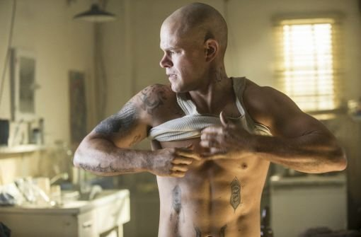 Matt Damon als kahlgeschorenes Muskelpaket