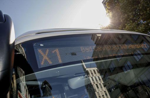 Die Expressbuslinie X 1 auf der Probefahrt Foto: Lichtgut/Leif Piechowski