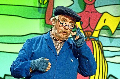 Welche Rolle er auch spielt: Bei Alfred Heizmann  ist der erhobene Zeigefinger immer in abgeschnittene Wollhandschuhe verpackt.Foto:SWR Foto: