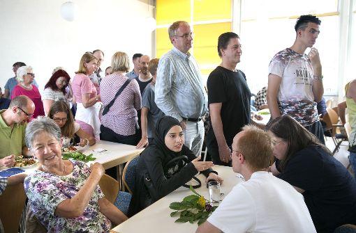 Ehrenamtliche des  Freundeskreises Asyl Ostfildern kümmert sich um Flüchtlinge. Foto: Horst Rudel
