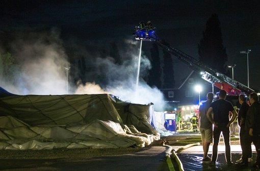Flüchtlingsheim brennt komplett nieder