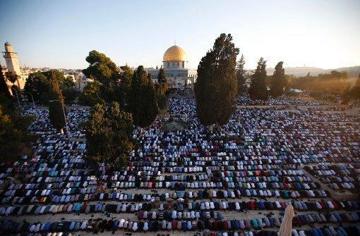 Muslime feiern Fest des Fastenbrechens