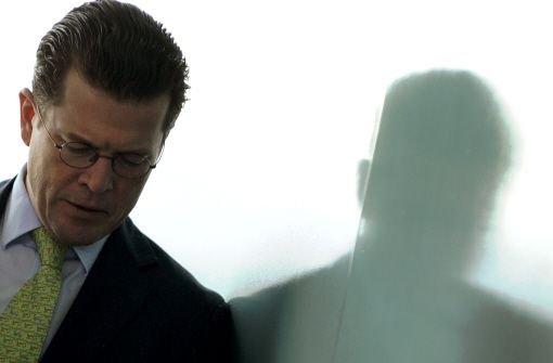 Geht Guttenberg ins Ausland?
