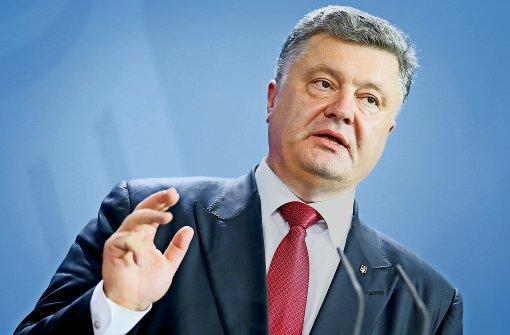 Ukraine-Präsident Poroschenko versetzt Truppen in Kampfbereitschaft