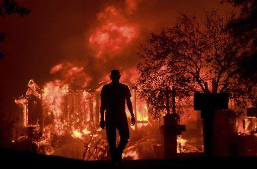 Schwere Brände fordern mindestens zehn Tote