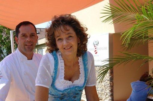 Jutta und Matthias Mack vor dem Landhaus Hohenlohe. Foto: StN