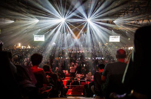 9000 Besucher kamen in die Schleyerhalle zum Radiohören.  Foto: Lichtgut/Christoph Schmidt