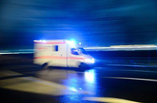 Der Rettungsdienst brachte das Unfallopfer ins Krankenhaus (Symbolbild). Foto: dpa