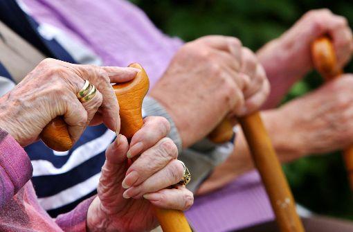 Senioren beklagen traurige Zustände in Pflegeheimen
