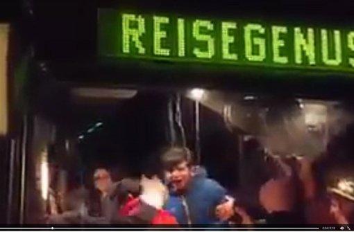 Ein Video, das den pöbelnden Mobs zeigen soll, kursiert im Internet. Foto: Screenshot Internet