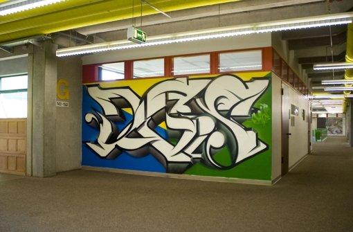 Graffito ziert die Wand