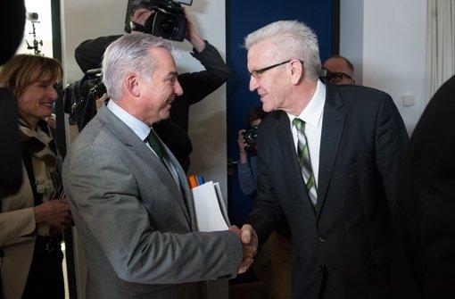 CDU-Landeschef Thomas Strobl in grüner Krawatte und Ministerpräsident Winfried Kretschmann in grün-schwarz. Foto: dpa