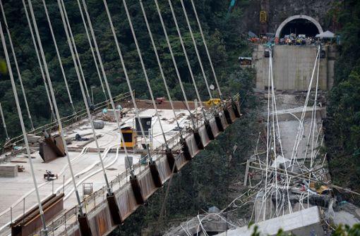 Zehn Tote bei Brückeneinsturz