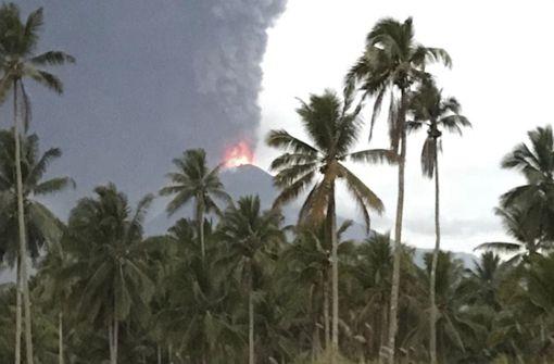 Vulkan auf indonesischer Insel ausgebrochen