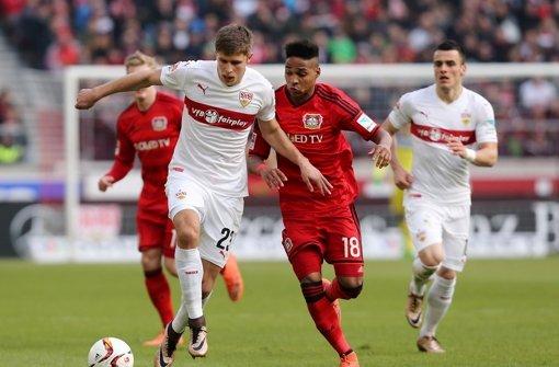 Kravets und Wendell im Kampf um den Ball. Foto: Pressefoto Baumann