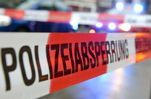 Polizei fahndet nach einem roten, älteren VW-Golf