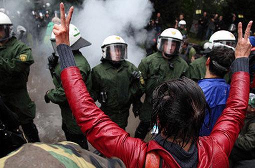 Eskalation im Schlossgarten: Polizisten treffen auf Stuttgart-21-Gegner Foto: Leserfotograf henner