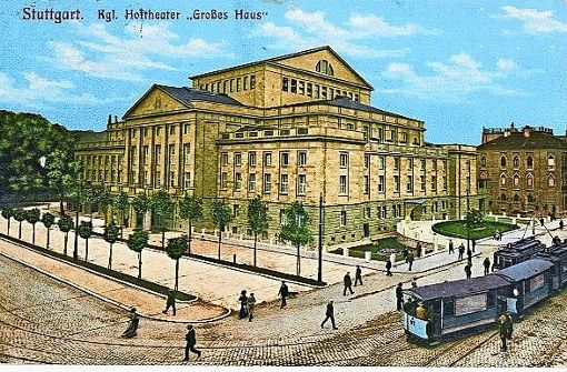 Straßenbahnen fahren  an der 1912 eröffneten Oper vorbei.   Foto: Sammlung  Michaela Klapka