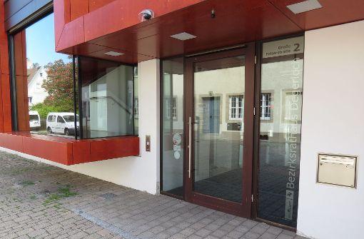 Im vergangenen Jahr musste das Bürgerbüro im Degerlocher Bezirksrathaus für Wochen schließen, weil die Mitarbeiter anderswo in der Stadt aushelfen mussten. Foto: Julia Bosch