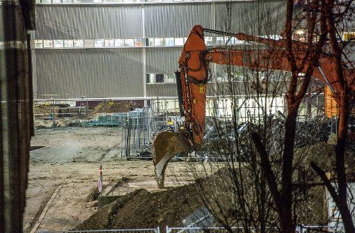 Bereits am Mittwoch wurde der Verkehr in der Stadt Sindelfingen lahm gelegt, als auf dem Daimler-Werksgelände eine Bombe gefunden wurde.  Foto: SDMG