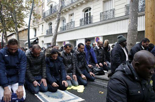 Ein muslimisches Straßengebet sorgt für hitzige Debatten. Foto: AP