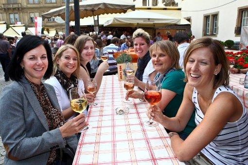Beim a href=https://www.stuttgart.de/item/show/185839 target=_blankStuttgarter Weindorf/a dreht sich vom b28. August bis zum 8. September/b alles um die schwäbische Lebensart und den württembergischen Wein. In den heimeligen Weinlauben werden dann regionale Spezialitäten serviert und die Besucher können sich an Trollinger, Riesling und Schillerwein gütlich tun. Foto: Benjamin Beytekin
