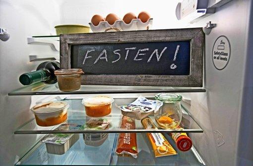 Für viele Deutsche ist ab dem Aschermittwoch Schluss mit Lustig und stattdessen Zeit fürs Fasten.  Foto: epd