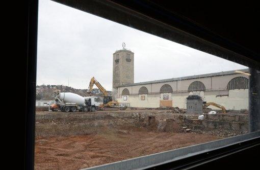 Wo Züge hielten, wird die Baugrube für den neuen Tiefbahnhof ausgehoben Foto: dpa